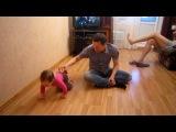 Не только кота за хвост можно таскать, можно и дочь за ногу!)